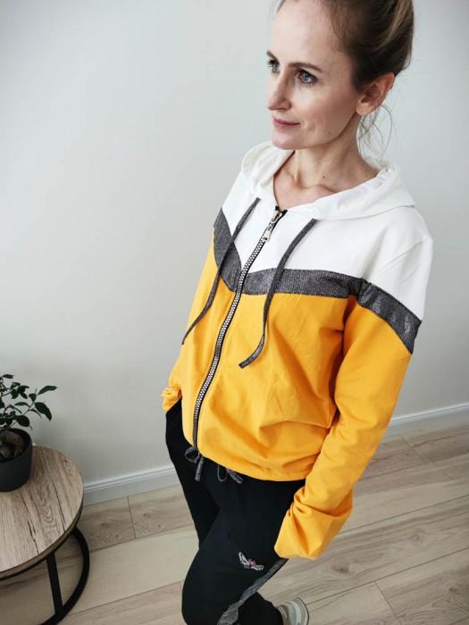 Sportinis kostiumas su blizgia juosta, juoda/geltona