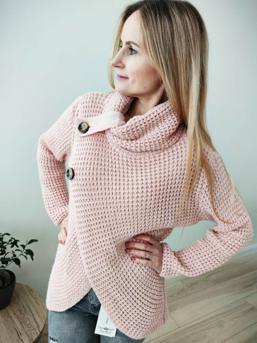 Megztinis su atverčiama apykakle