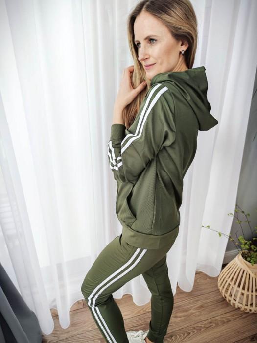 Sportinis kostiumas su juostelėm žalias